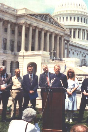 Herb Mallard adressing international press in Washington, DC